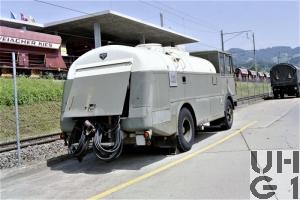 FBW L50V-E3/Z41, Tankw Trst 8300 l sch 4x2, Strassenzisterne 71